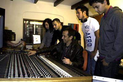 Music Production students at Arte Nova Music Lab with MCI JH-500 Series Console