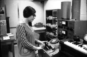 Playback and editing at the splicing block of the Ampex 352, with the Hammond Keyboard visible at right.